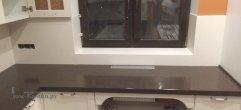 Столешница для кухни из искусственного камня коричневого цвета