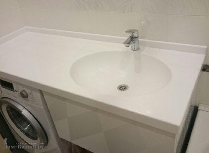 Столешница в ванную из искусственного камня с литой раковиной