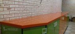Столешница из оранжевого искусственного камня