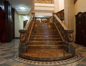 Лестница из мрамора bidasar brown