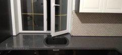 Кухонная столешница переходящая в подоконник из камня