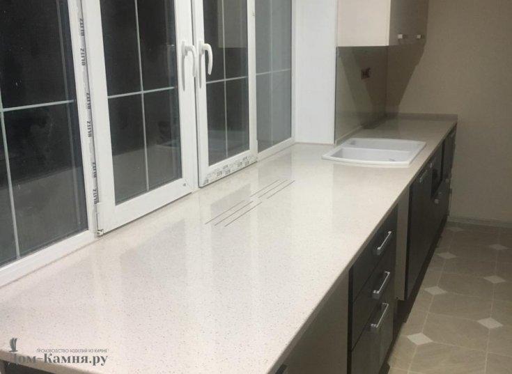 Кухонная столешница переходящая в подоконник