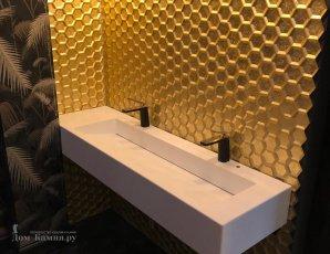 Столешница в ванную с большой квадратной раковиной