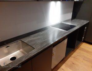 Кухонная столешница под черный мрамор