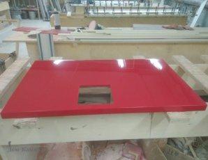 Столешница из красного камня для маникюрного салона